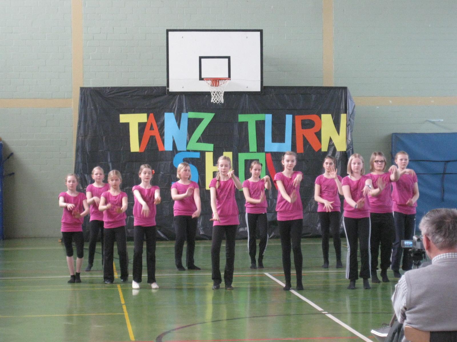 Erfolgreiche Tanz- und Turn-Show 2013