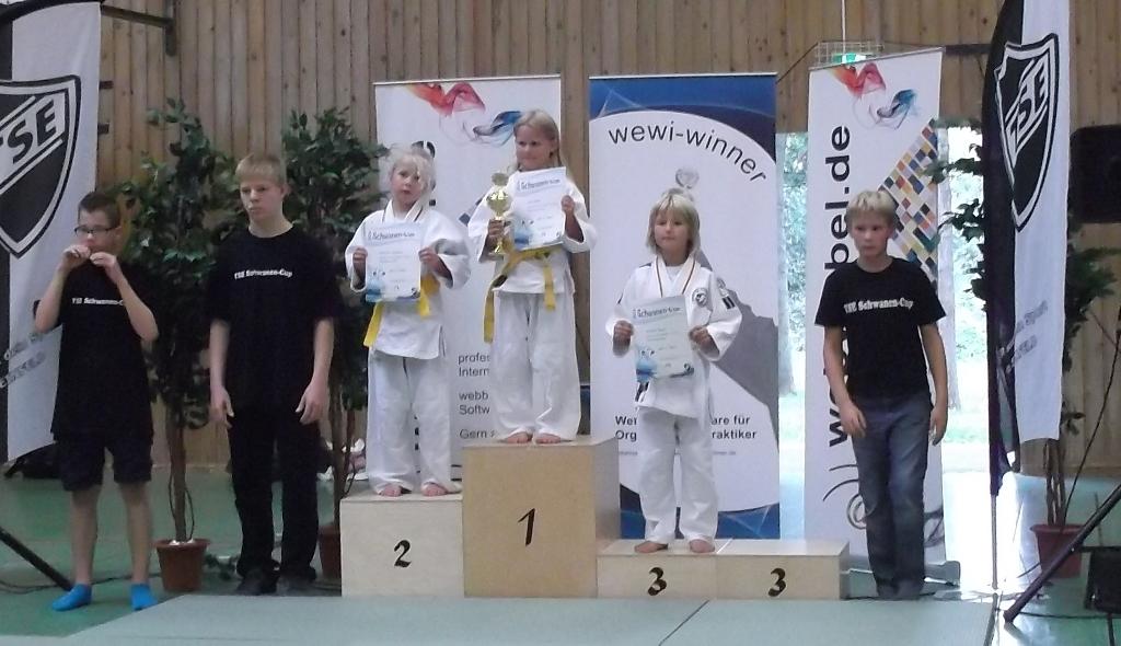 Anneke Beyer holt sich den dritten Platz beim Schwancup in Neumünster.