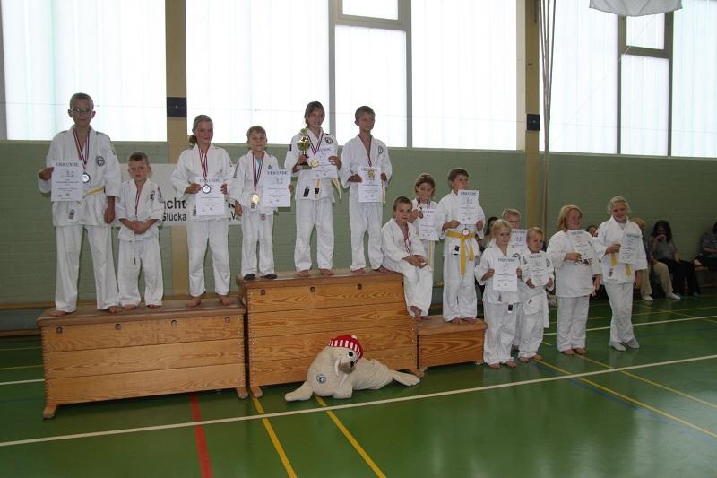 Sämtliche Judoka nach der Siegerehrung.