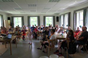 Interessierte Gäste beim Vortrag zur gesunden Ernährung