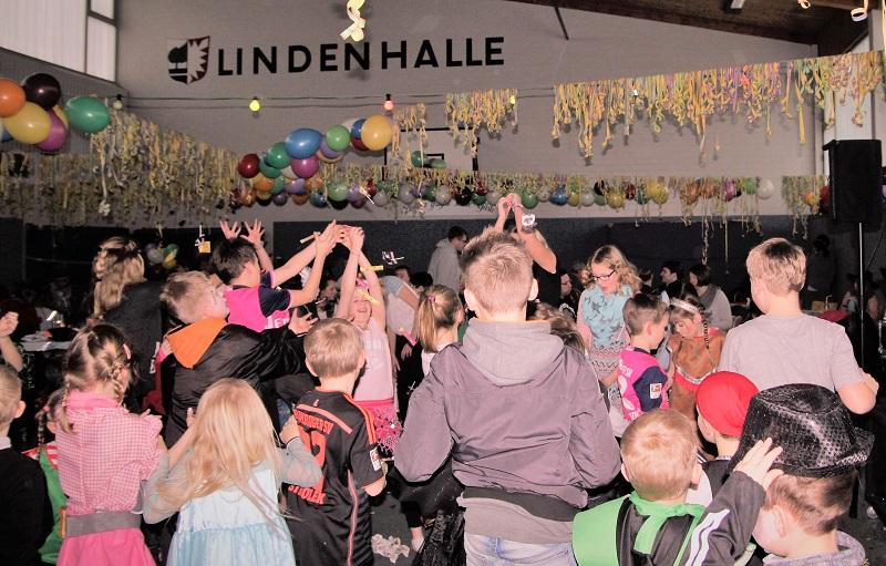 Bonbonregen in der Lindenhalle